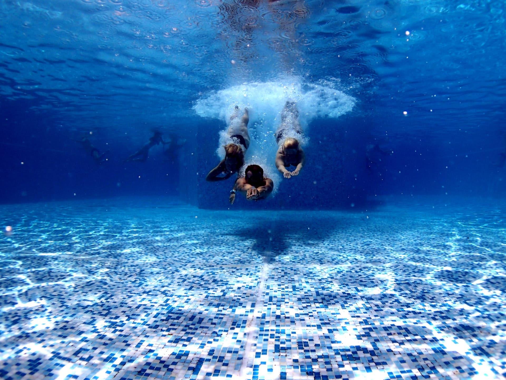 Abri piscine sans rail : comment faire votre choix ?