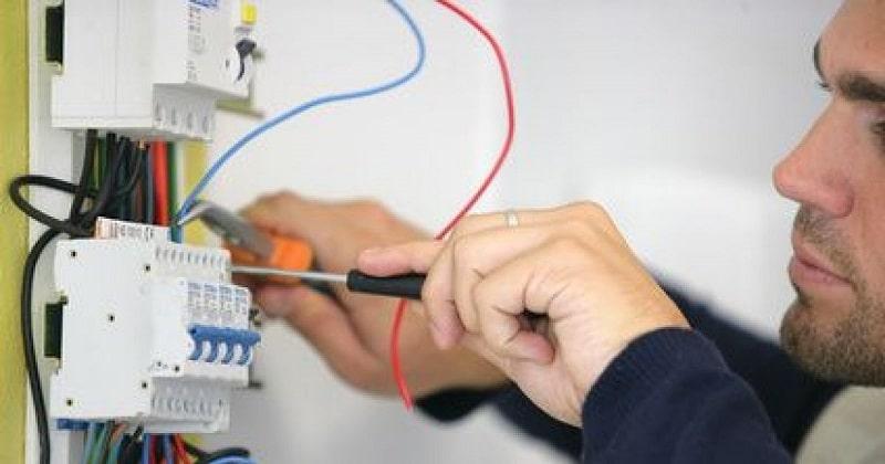 Faut-il vraiment mettre aux normes électriques votre logement