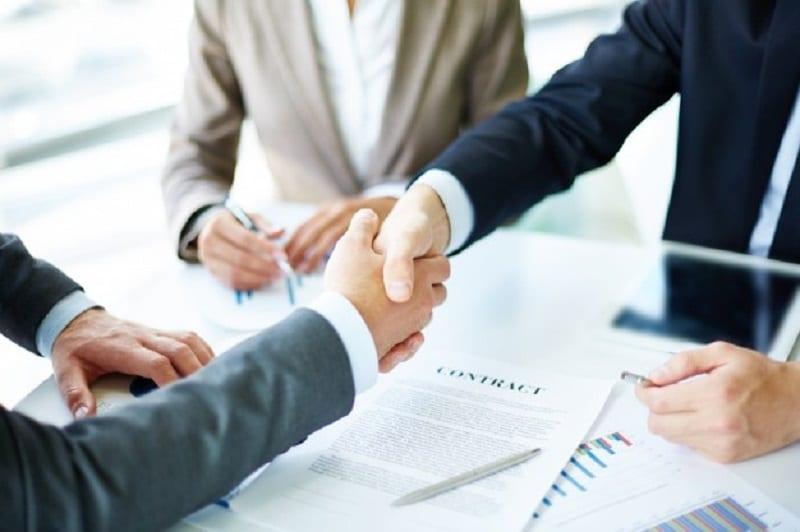 Les atouts de passer par un agent immobilier pour vendre