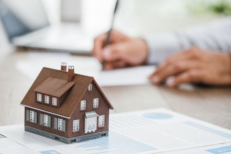 Pourquoi passer par un courtier immobilier pour vendre sa maison