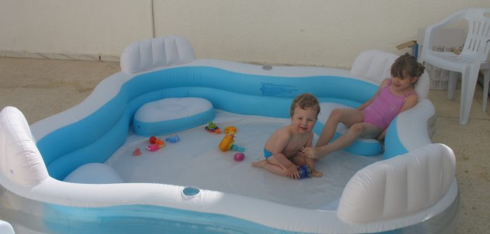 Comment gonfler une piscine maisonea - Comment faire une piscine pas cher ...
